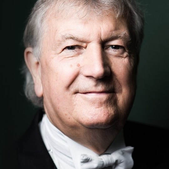 Owain Arwel Hughes CBE generously donated his time in the creation of this work.