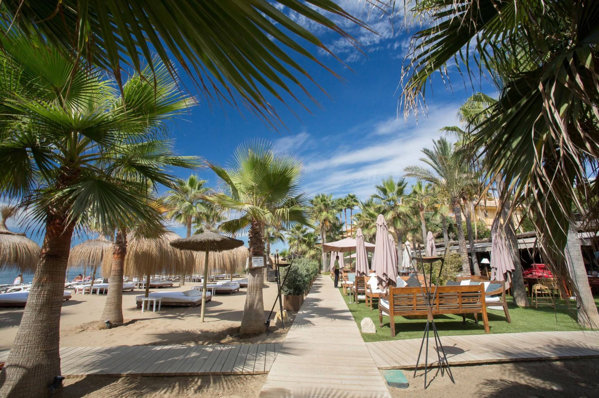 Best-frontline-beach-residential-complexes-in-Marbella-East-1920x1275.jpg