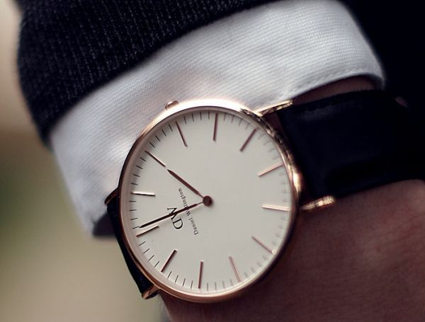 Daniel Wellington Watch - When entering into the professional world punctuality is essential. The gift of a watch is always looked highly upon and is often an item that is cherished for many years, in some cases generations. The Daniel Wellington company has a great selection of watches that are extremely stylish and professional looking. Be sure to check out Daniel Wellingtons page to see more styles.