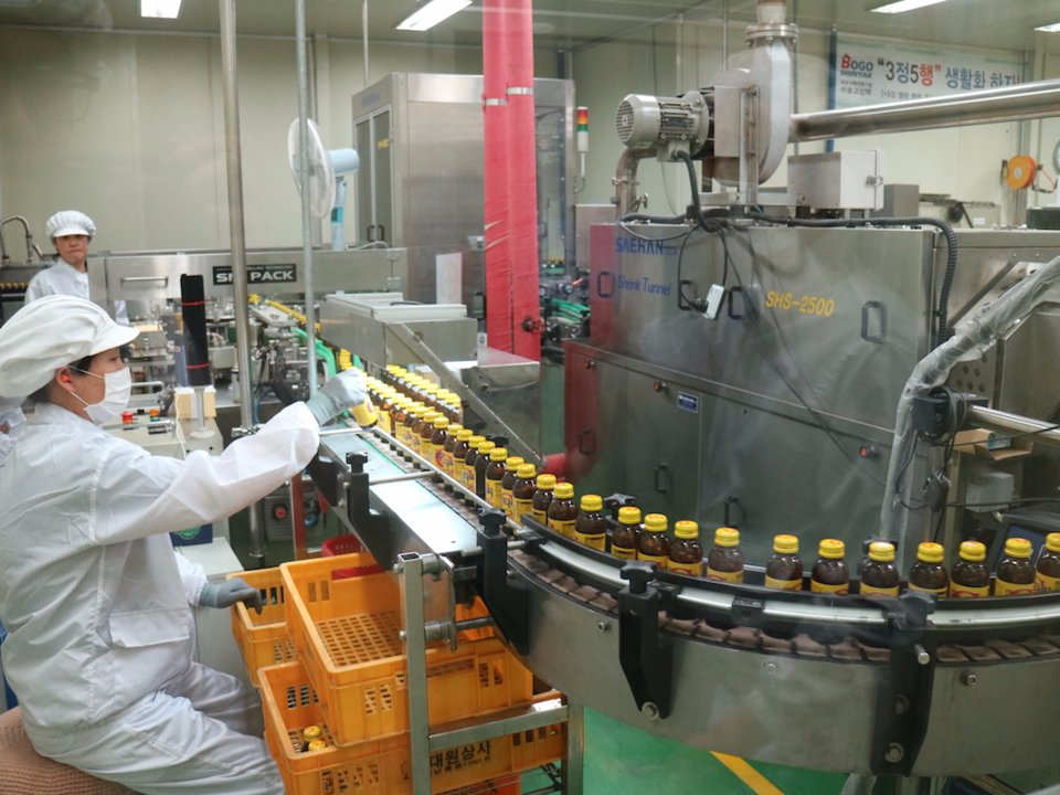 A picture from Lee's factory.Notice one of the disciples diligently working to bring you the most important cure made from the 20th to 21st century (penicillin was good too)