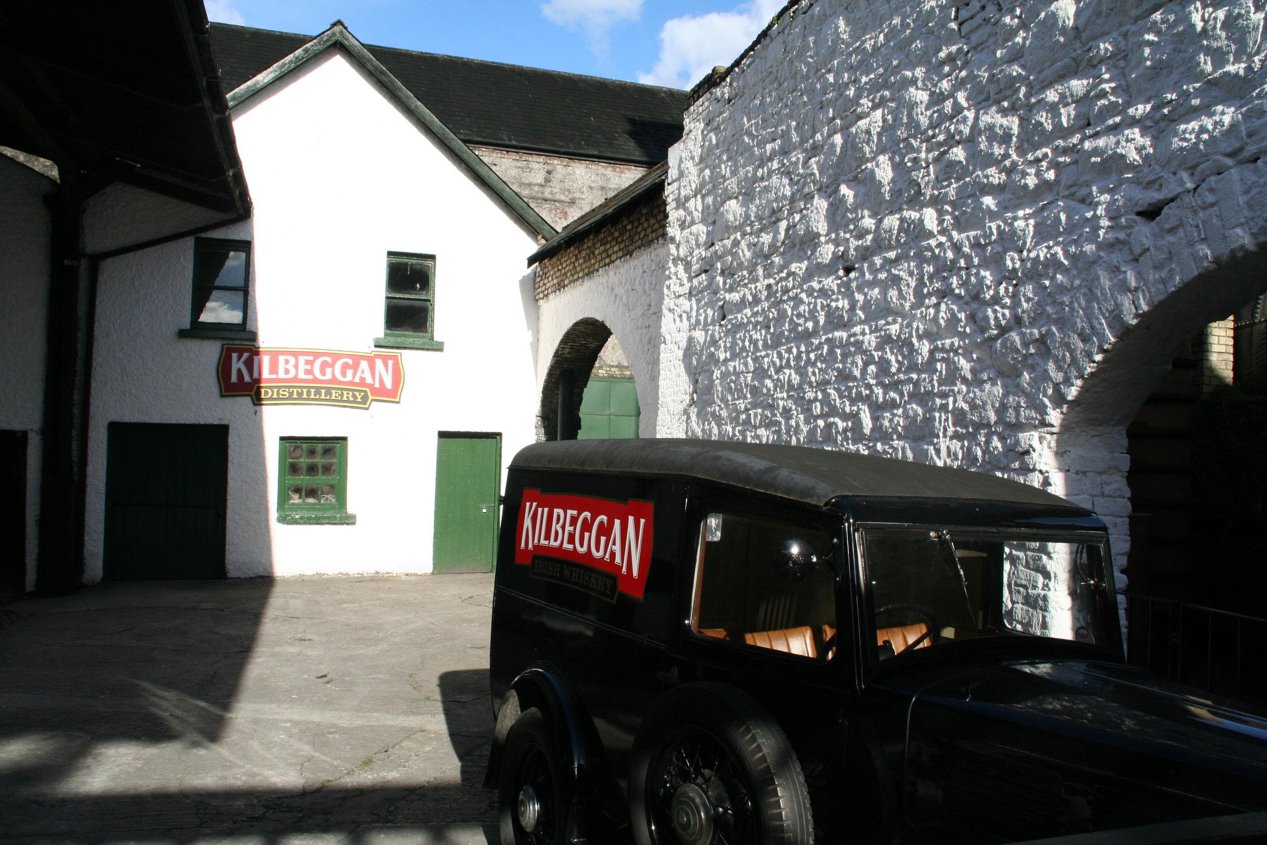 A Kilbeggan wagon carrying barrels
