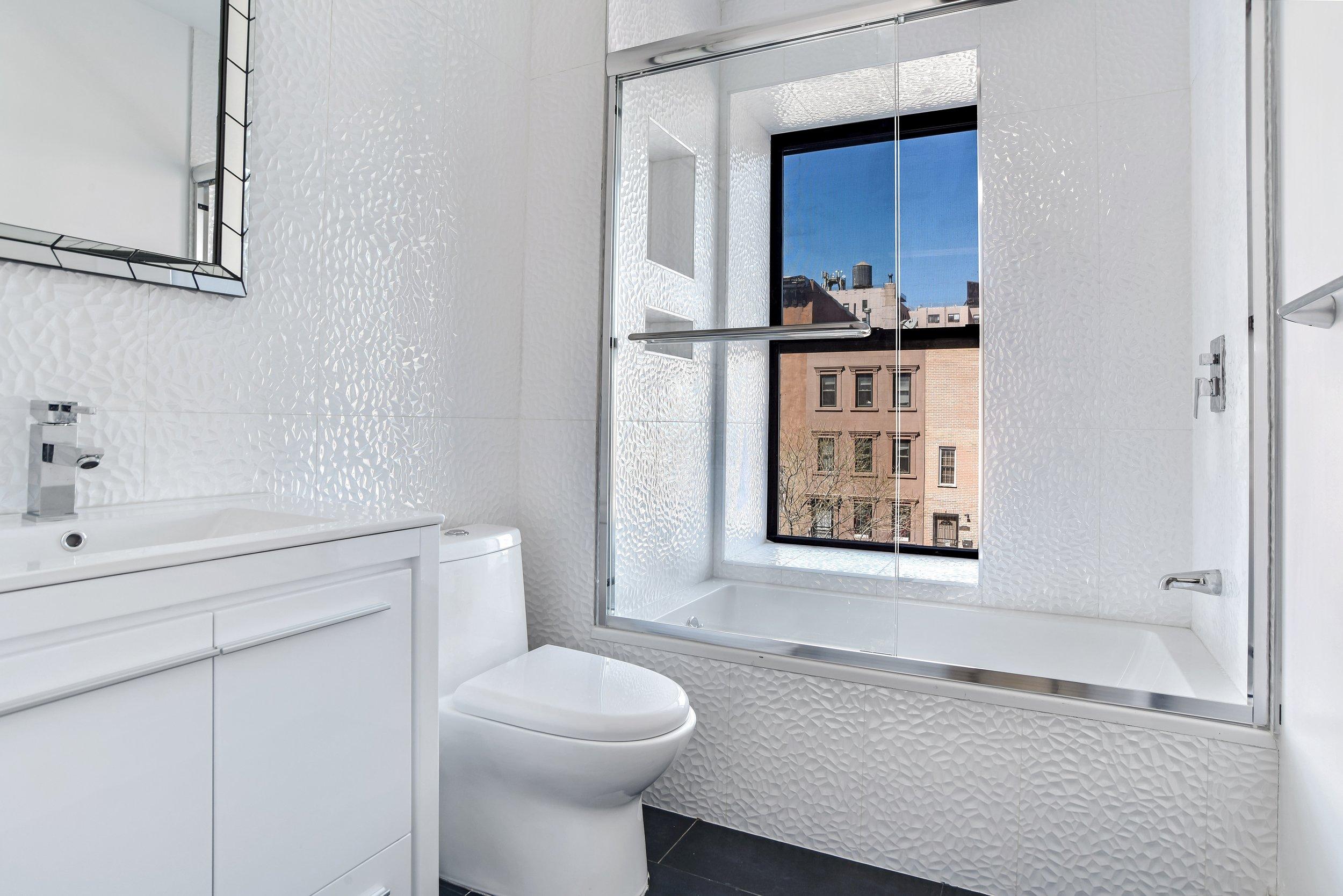 11_212MadisonStreet_l_8_Bathroom_HiRes.jpg