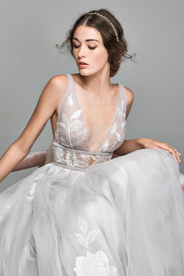 bhldn-silver-tulle-hearst-willowby-by-watters-style-44638658-modern-wedding-dress-size-8-m-3-0-960-960.jpg