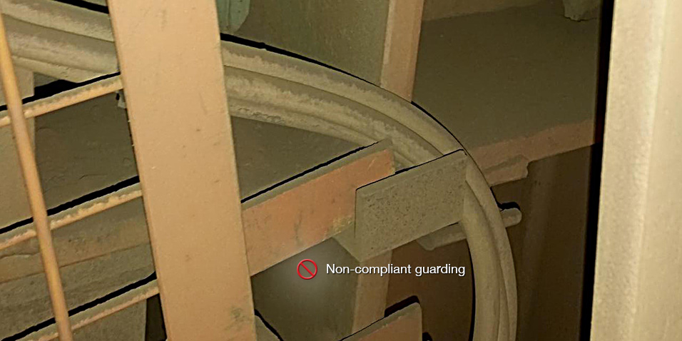non_compliant_guarding_06.jpg