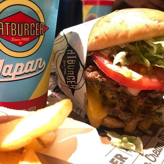 """素敵な投稿ありがとうございます♬ 🍔 ———-@j_burger #repost——— 🍔  JSTARS(★4.5) トリプルバーガー+チーズ×3 ポテトドリンクセット  LA発の""""FATBURGER""""。 とっっっても肉肉しいパティとチーズの相性は抜群でした。 野菜もシャキシャキで重たくなくバクバクいけました。すごく美味しかったです。 ・ ・ ・ ・ #ファットバーガー #fatburgers#fatburger#humberger#japanese#american#americanfoods#junkfood#junksport#americana#humburger#poteto#insta#instafood#instagood#instagood#いいね#状態イイネ👍#bamos"""