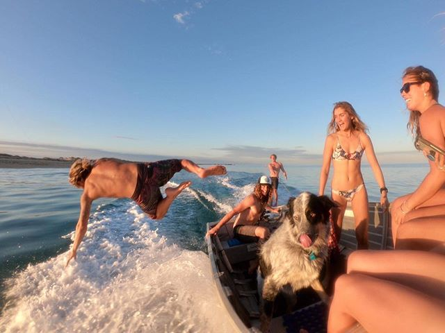 Can't beat being on the ocean with a bunch of mates soaking it up and making the most out of life, you only live once and need to cherish what we are so lucky to have, glass out afternoon skurfing and foiling with @nushfreedman @danny_barnette94 @brinkleydavies @mr_joeknight @kaityrose_  #livingthedream #livelifetothefullest