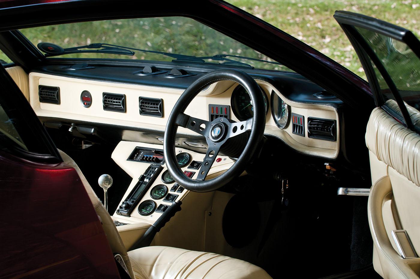 De Tomaso Pantera GT5 interior steering wheel web.jpg