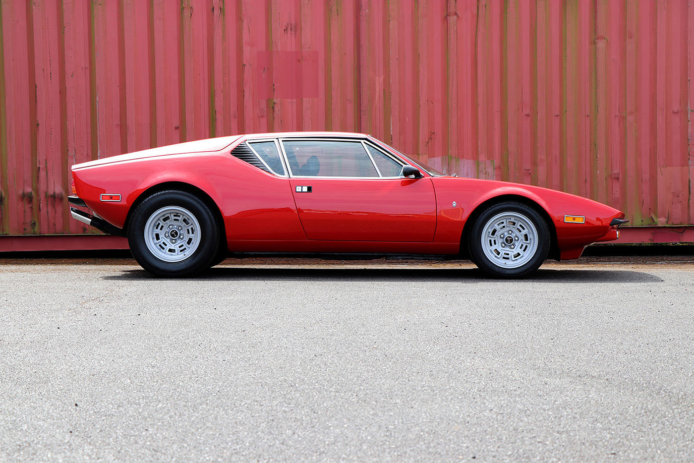 De Tomaso Red Pantera GTS right profile web.jpg