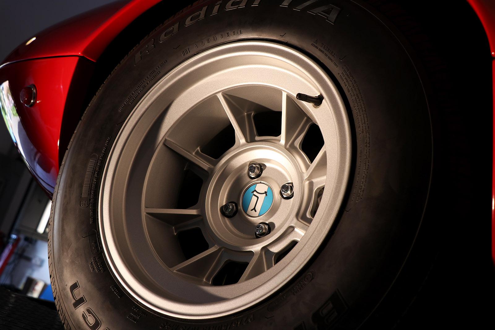 Red De Tomaso Mangusta 4 web.jpg