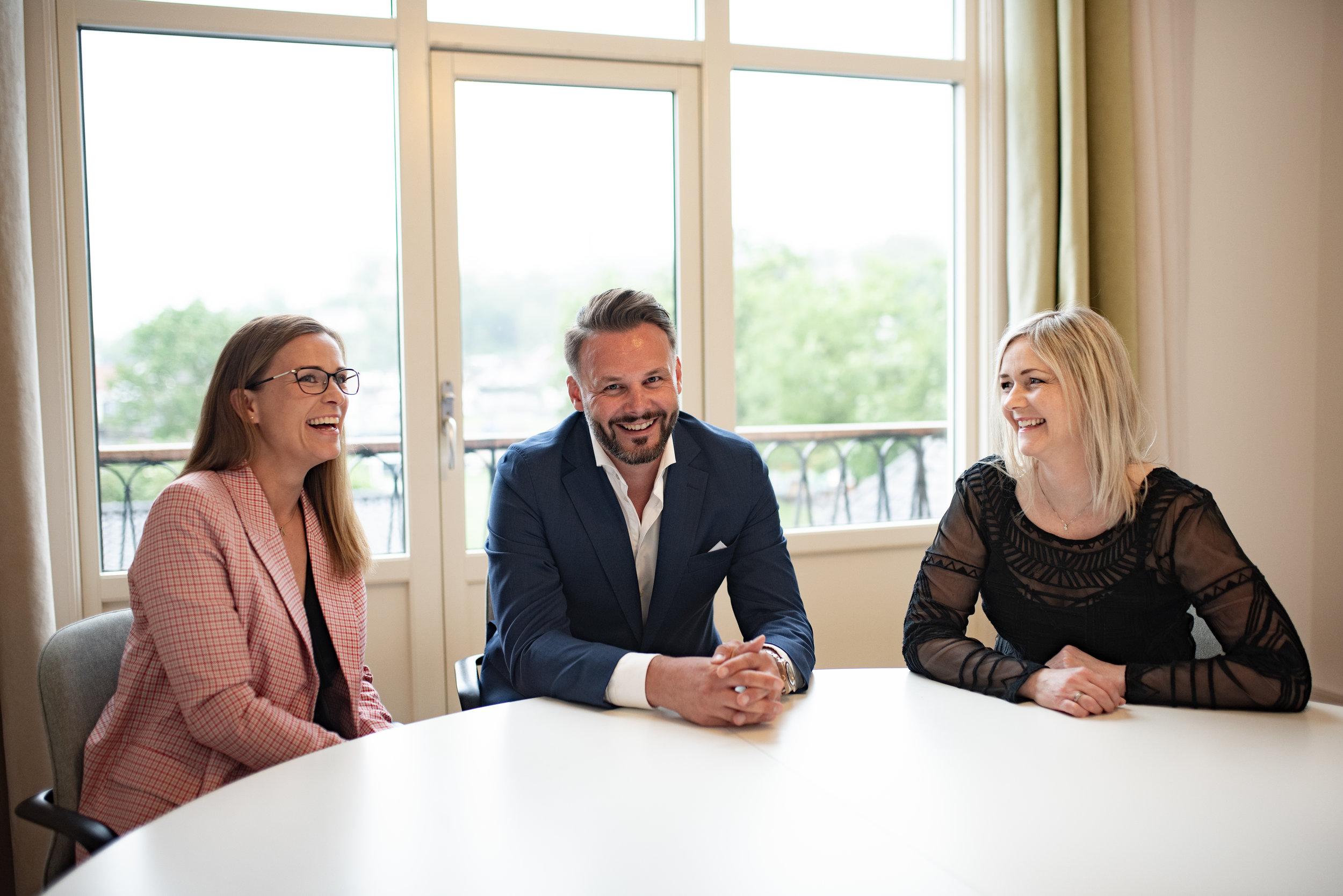 Stine Meltevik, assisterende direktør, Rune Stiberg-Jamt, administrerende direktør, og Elisabet Sørfjorddal Hauge, sjefsanalytiker.
