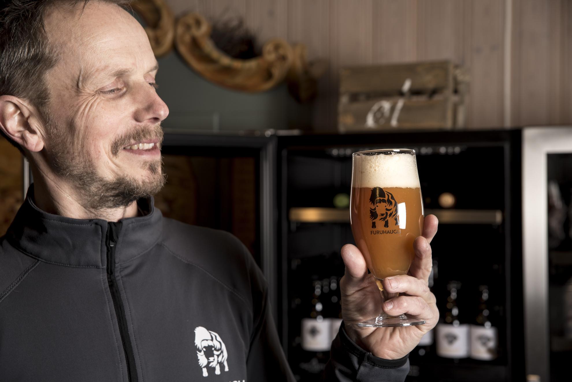 Norges minste bryggeri - Ølbrygging er en personlig interesse som utviklet seg til å bli et eget produkt hos Furuhaugli. Vi registrerer stor interesse for håndbrygget øl, og i vårt eget bryggeri – som er Norges minste – produserer vi øl for salg i restauranten. Bryggeriet har også blitt omtalt i mange publikasjoner, og ølsortene er omtalt i øl- og bryggerirelaterte fora.