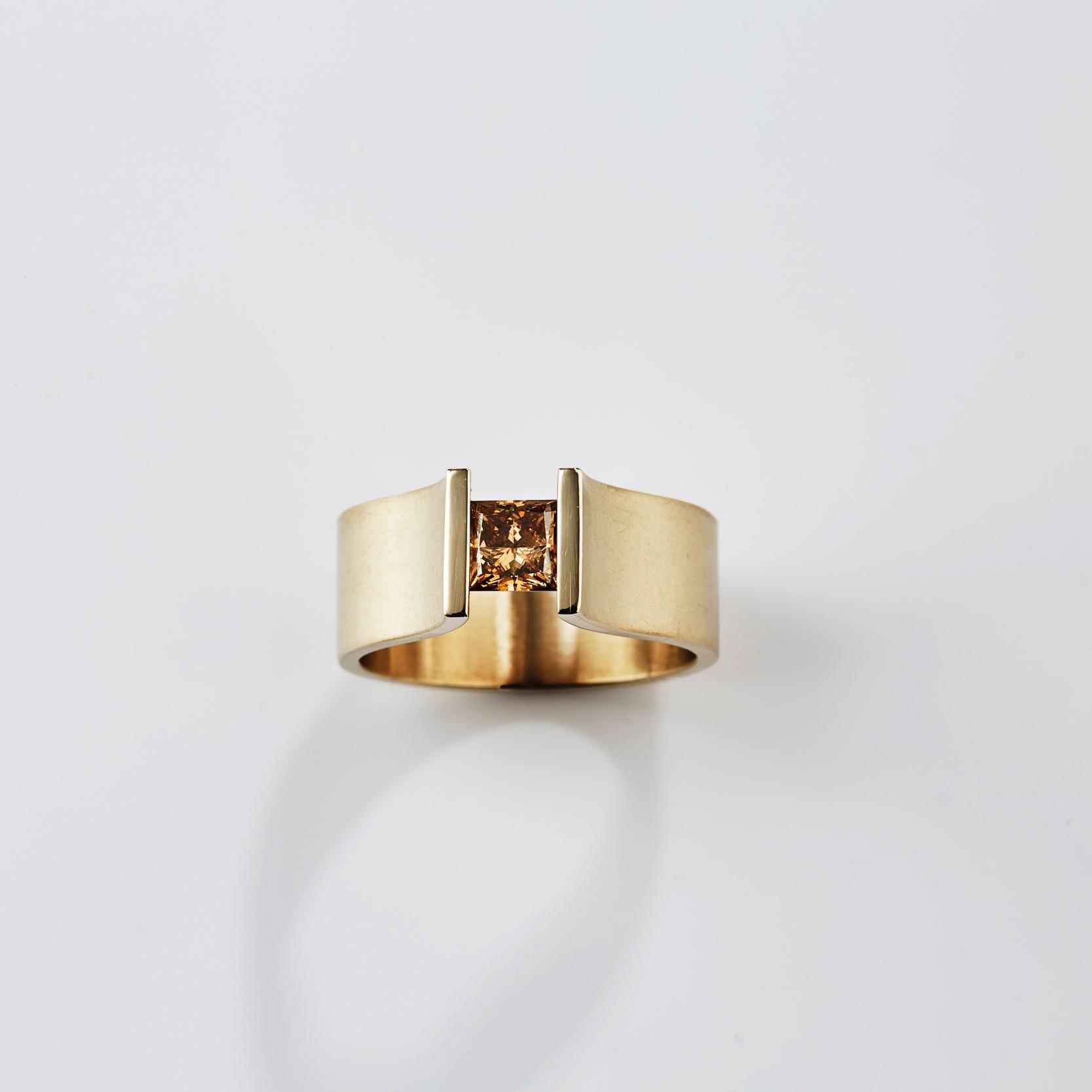 Spanring, natural dark champagne diamond,18k goud Rembrandt Jordan.jpg