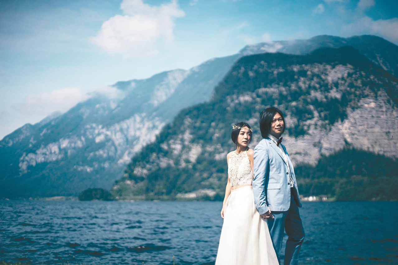 Masa and his bride (from Bin Music website)