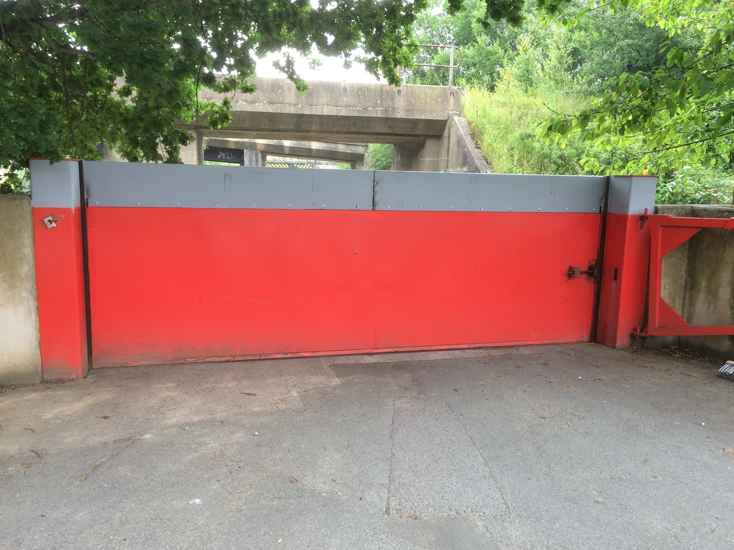 1st defence fabrications Ltd red flood gate 1