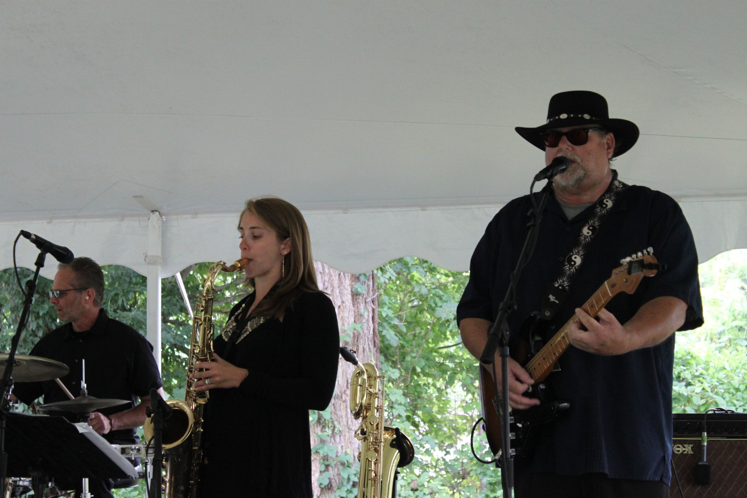 Live Music & Lunch - The Old Lyme Inn welcomes back funk band Mass-Conn-Fusion under the big tent on the lawn, beginning at 11am. Lunch items available from the grill, or sit-down service available on the patio or inside the air conditioned restaurant.