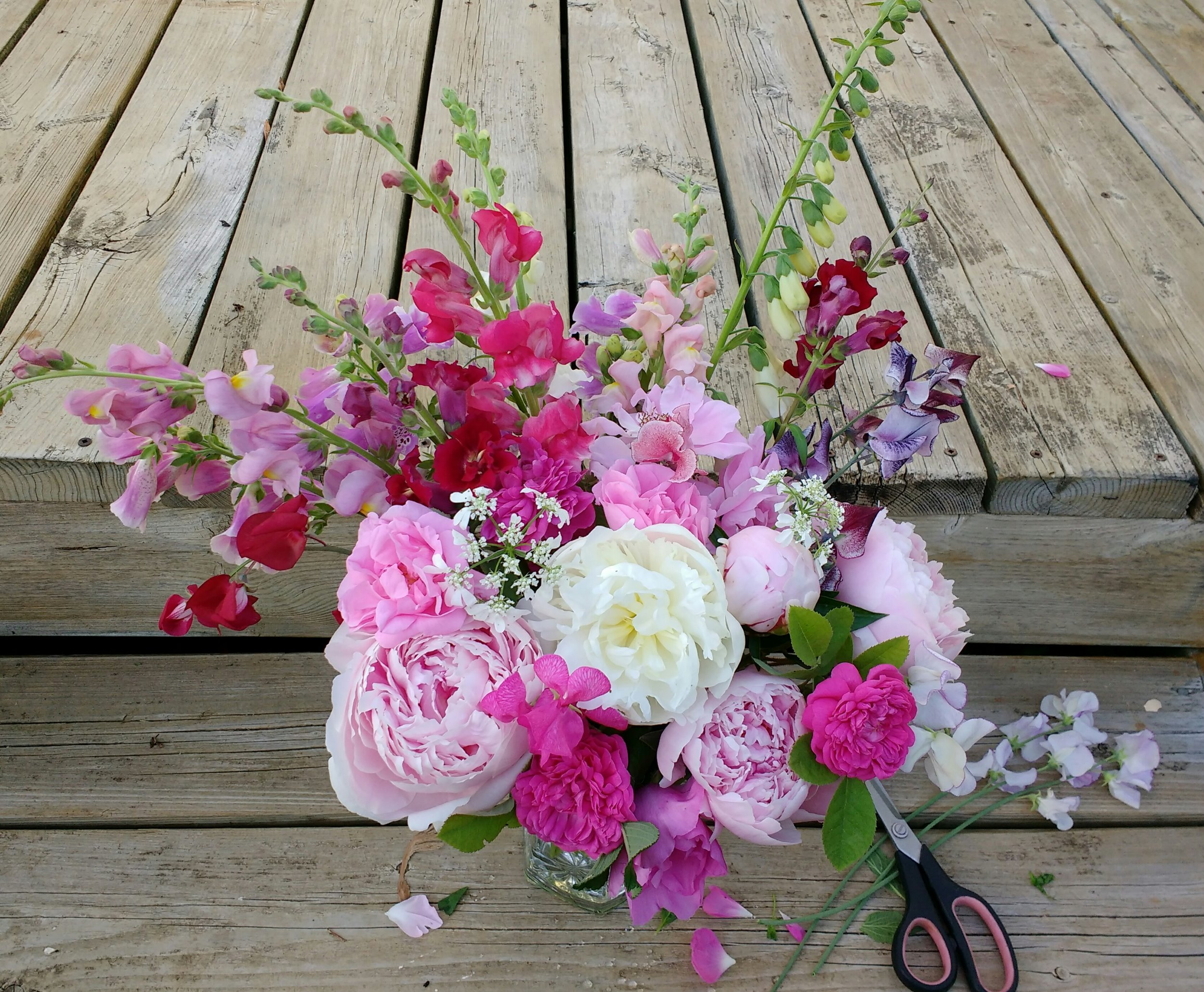 Spring Floral Arrangement - Come work with the best of the spring blooms, learning design techniques and tips for caring for spring cut flowers.We'll provide the flowers and vase for creating your own arrangement – which you will take home with you at the end of the workshop.Date: Saturday, May 11, 2019 (Mother's Day weekend)Time: 1:30pm, for approximately 1- 2 hoursInvestment: $65 per personBring a Friend: $120 for 2 people (must register at the same time, with one registration)