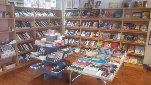 kirjakauppa_1.jpg