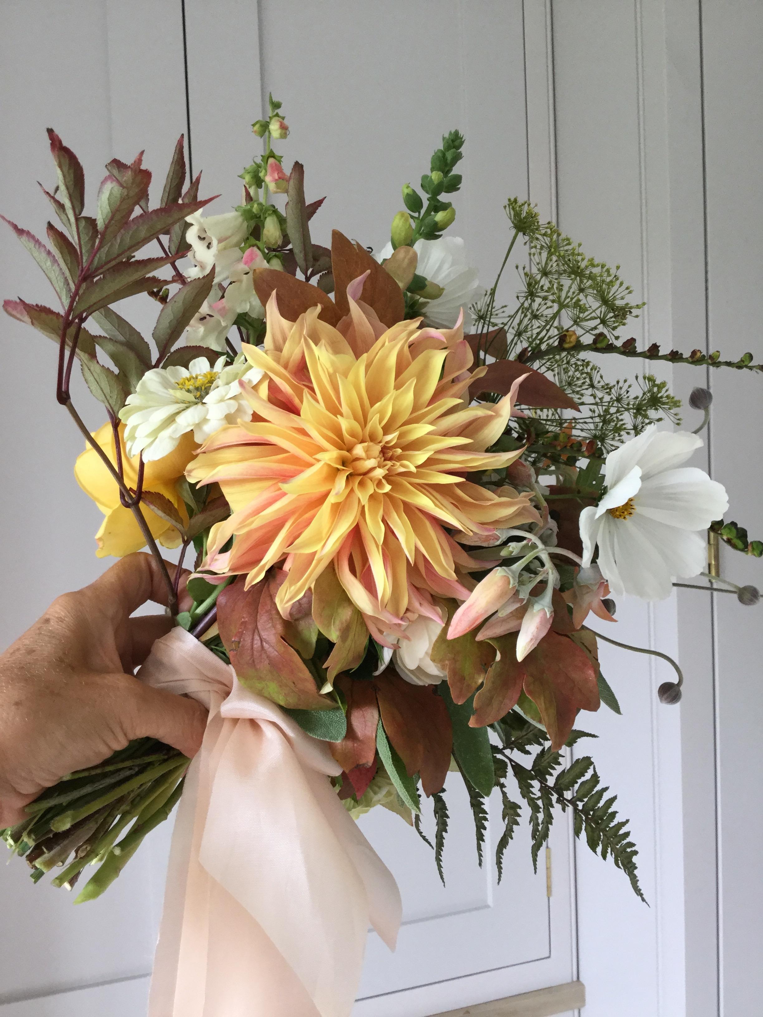 dahlia and cosmos garden bouquet