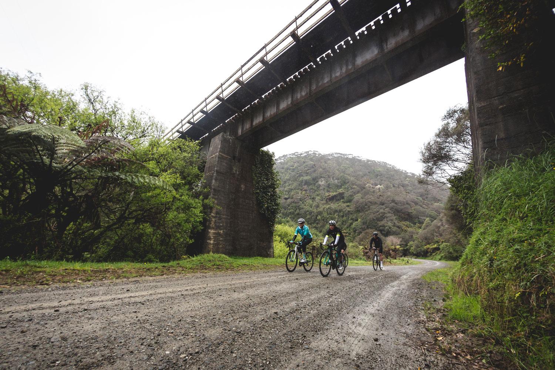 newzealand_bikes_gravel_bridge_imagetemplate.jpg