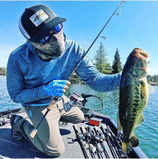 @zandertackletour with a beast of a largie rocking his blue mirror lenses with gt frames!