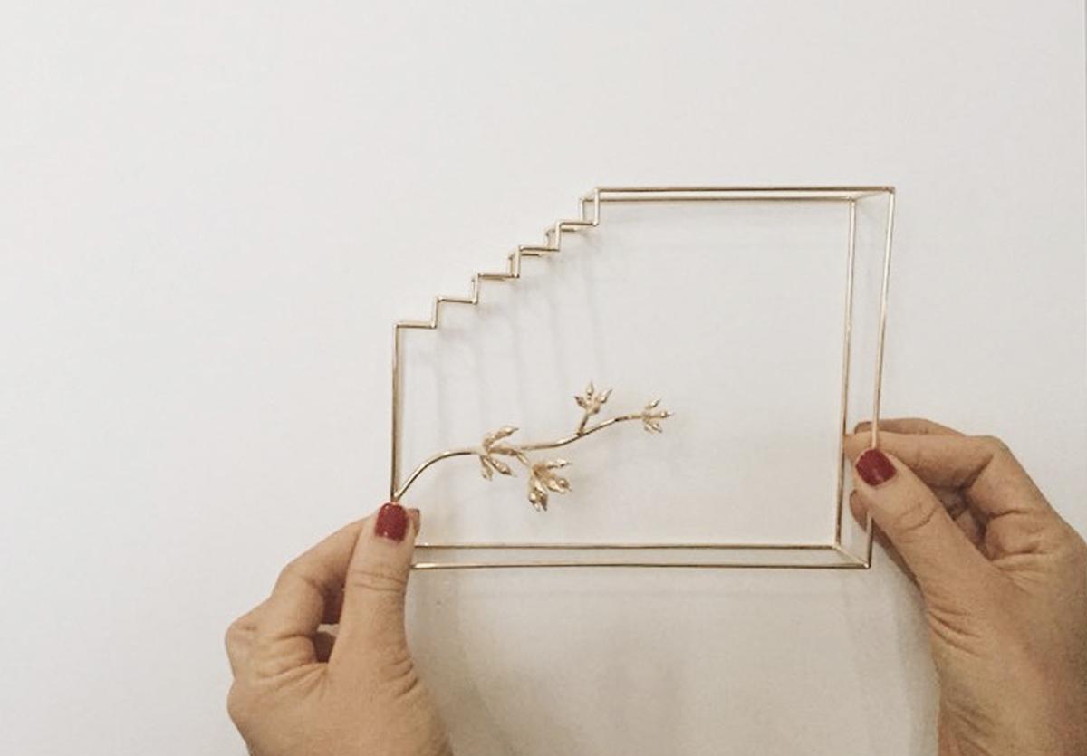 Fabiana queiroga - Fabiana Queiroga é designer por formação e artista visual por amor, com estúdio em Goiânia. Ela desenvolve objetos, luminárias e projetos especiais em colaboração com outras marcas e também para a própria marca.