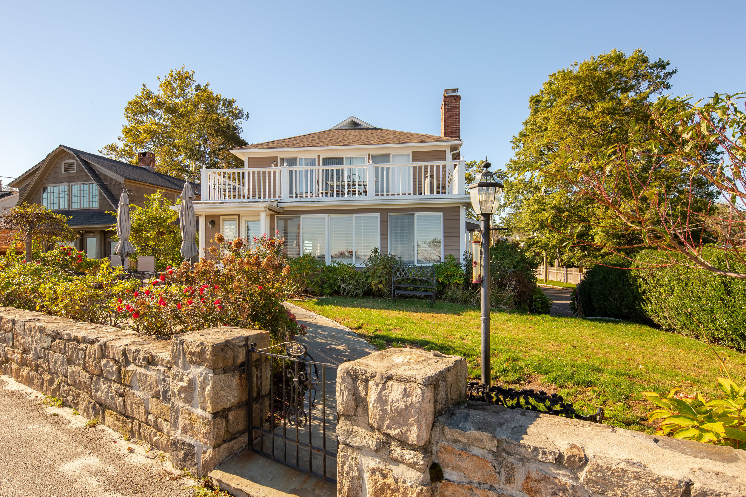 31-soundview-drive-Front-view-with-gate-1.jpg