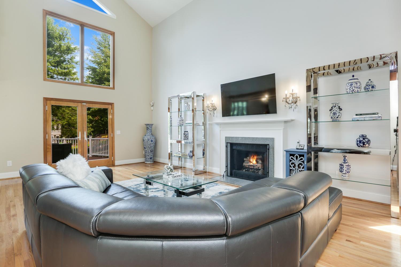 Living Room_20 Cross Hwy Westport CT 06880-large-015-010-013-1500x1000-72dpi.jpg