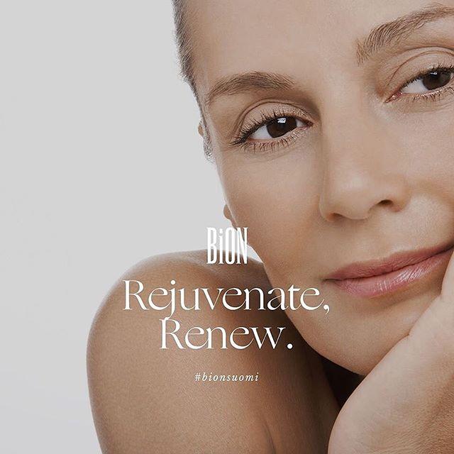 Syväkosteuta ja uudista ihoasi lempeällä Ultra Moisture Renewal-voiteella. Silkkimäisen kevyt ja intensiivisesti kosteuttava kasvovoide korjaa tehokkaasti yleisimpiä ikääntymismuutoksia, niin elastisuuden menetyksestä aurinkovaurioihin. Antioksidanttiset ainesosat vahvistavat ja tukevat ihon luonnollisia puolustusmekanismeja sekä vastustuskykyä, joka luo vahvan suojan herkälle iholle ympäristön vaurioittavia vaikutuksia vastaan.  Rohtoraunioyrtin (Common Comfrey) juuret sekä lehdet sisältävät korkean pitoisuuden rauhoittavaa allantoiinia, joka nopeuttaa ihosolujen uusiutumista ja laskee niiden piileviä tulehdustiloja.  Kysy lisää lähimmältä BiON-kosmetologiltasi www.bion.fi