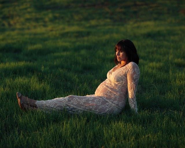This gorgeous Mama is as beautiful on the inside as she is on the outside 💫 Kate of @vanndesign. . . . . . #maternityshoot #lifestyleblogger #philadelphiablogger #lightinspired #clickinmoms #inspiration #dailyinspiration #spirituality #lightwork  #vibration #divineguidance #livethelittlethings