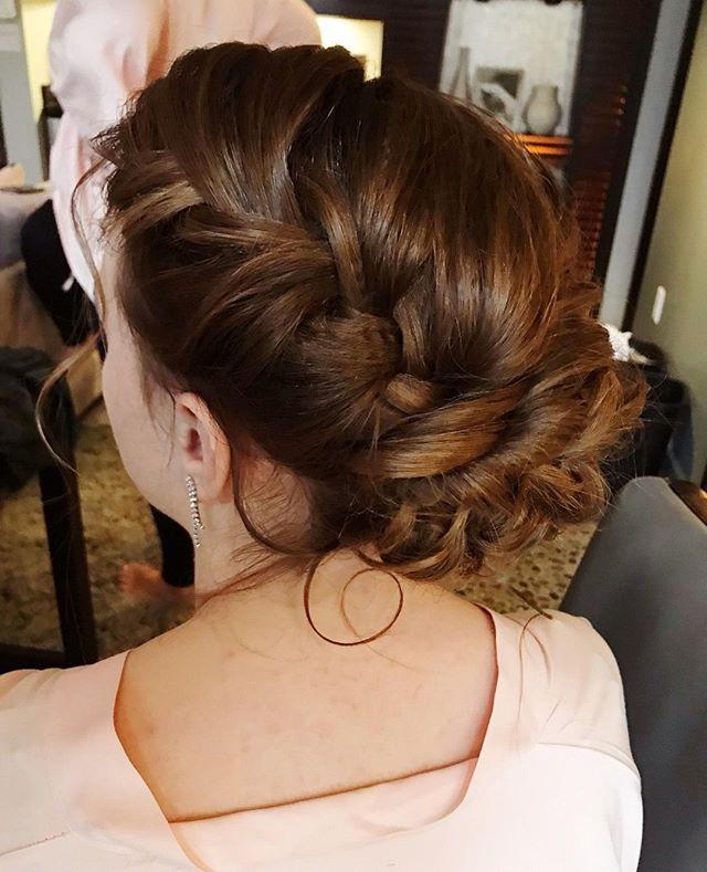 I absolutely love textured updos. So fun! :) . . . . . . . . . . . . . . #bride #bridal #bridetobe2019 #allthingsengagement #hannamazur #engaged #engagedlife #wildhairandhappyhearts #loveauthentic #photooftheday #bridesmaiddress #bridalmakeup #bridesofSeattle #seattlebride #bridalhair #bridegoals #weddingmakeup #seattlemua #seattlewedding #seattlemakeupartist #seattlebridemag #pnwbride #pnwwedding #pnwphotographer #bridetips  #imgettingmarried #bridebook #behindthechair #strictlyweddings #littlethingstheory