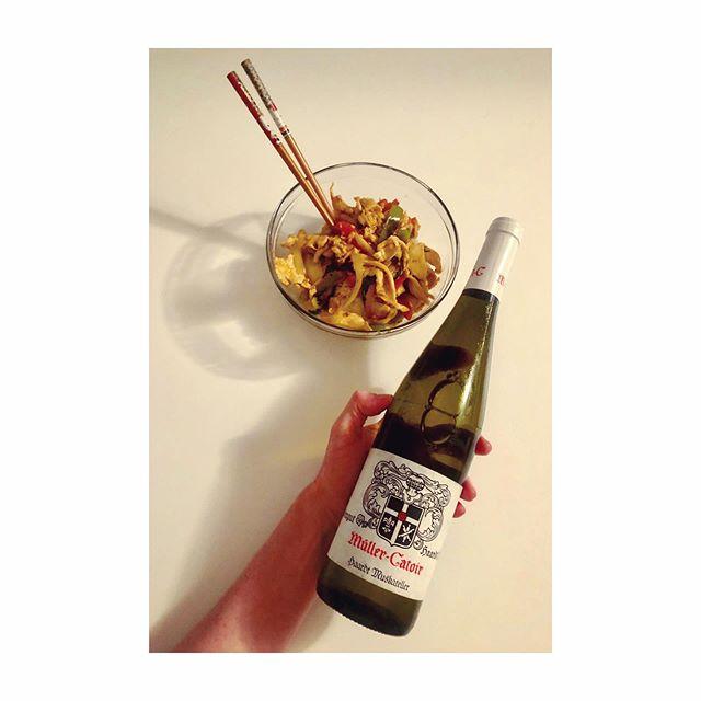 Spicy Chicken Basil 🥡🌿🌶 + Organic Muskateller 🍋🍑⚡️