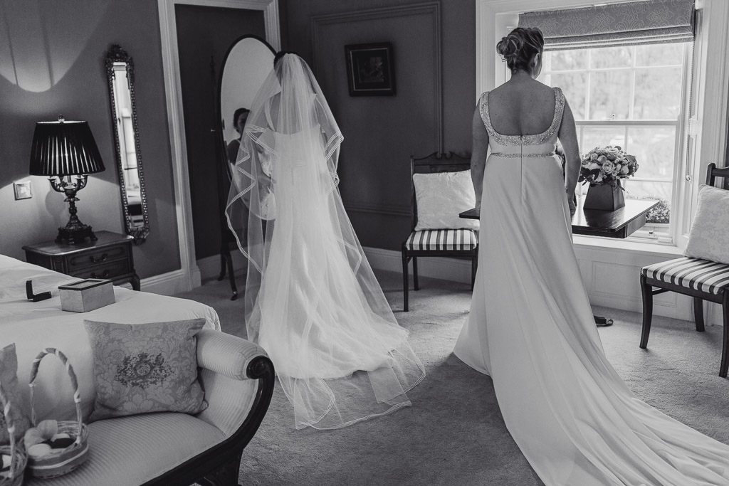 clonabreany house brides getting ready for their wedding ceremony