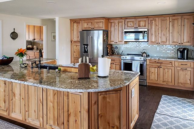 Here's a cozy #rusticalder kitchen for you from our Tumwater location! . . #kitchencabinets #founderschoice #kitchensofinsta