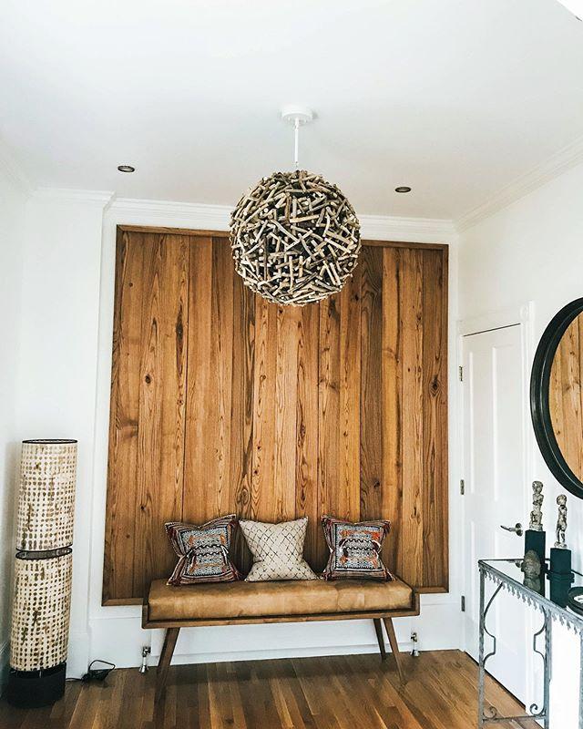 Chandelier install in Shelburne - 📸: @loveandlettuce - #vermontart #lighting #lightingdesign #homeinteriors #beautifulhome #vermont #interiordesjgn #btv #woodendesign #chandelier #lightingdesigner