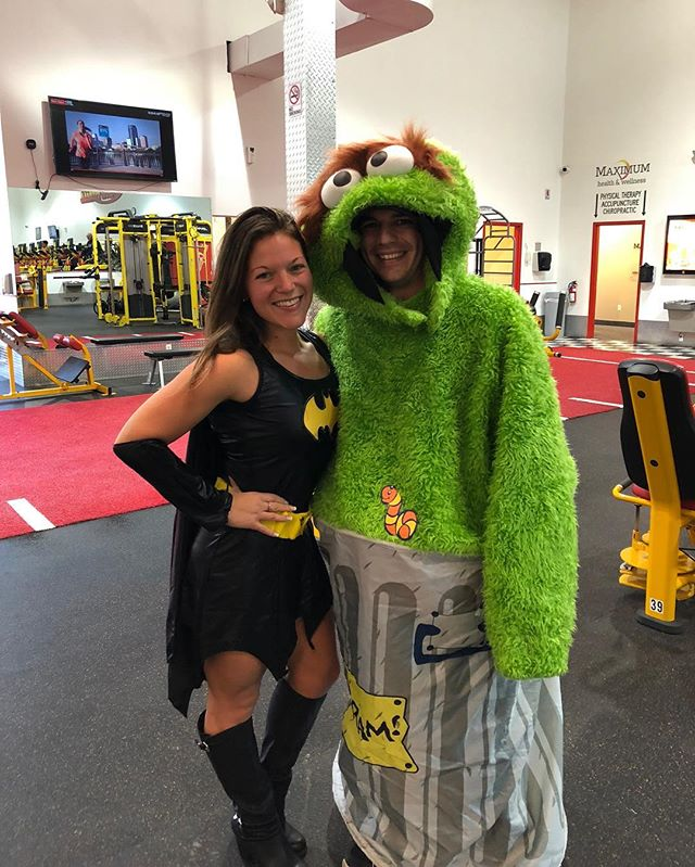 What better way to celebrate Halloween other than with this guy @nickmarcucci18 kicking my ass🧡💪🏼😆 #besttrainerever #retropiscataway #ilovemytrainer