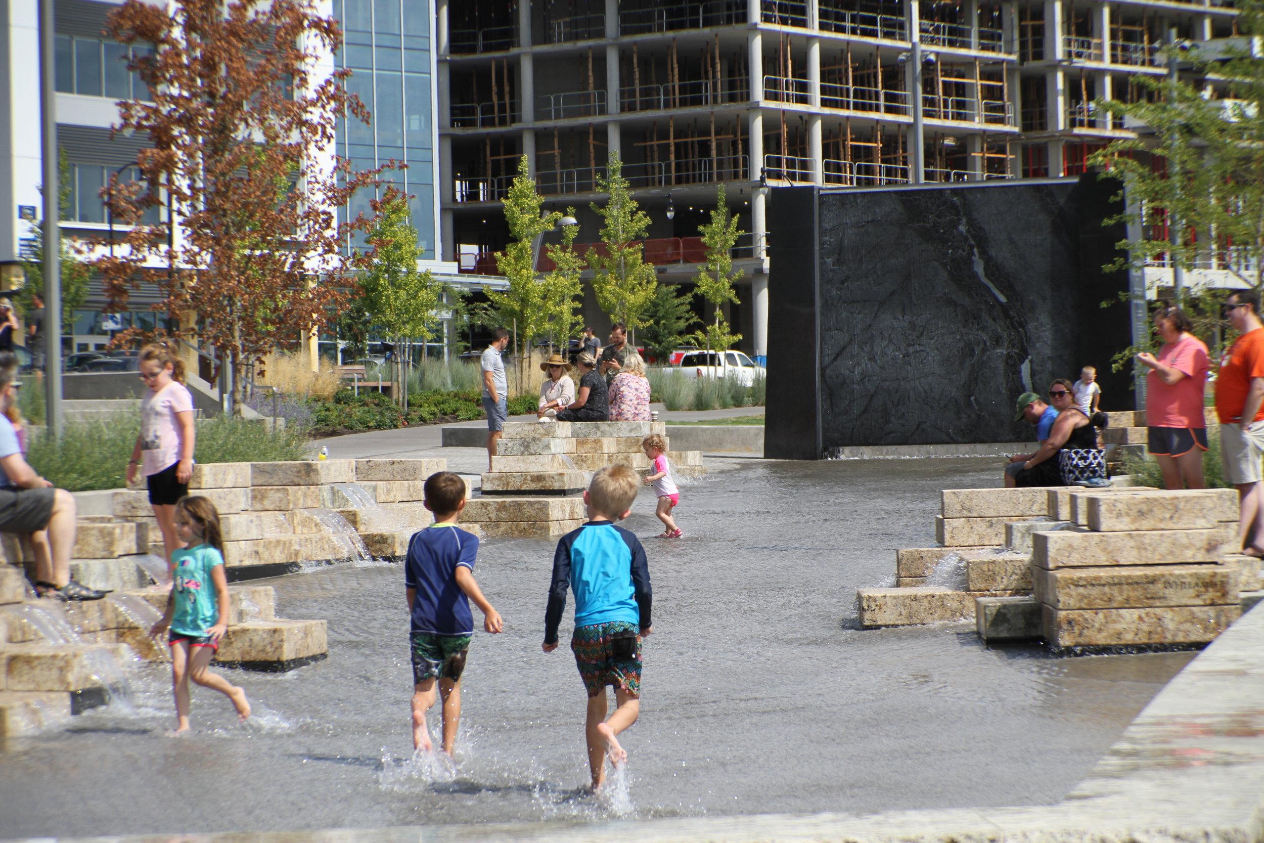 vancouver_waterfront park fountain_larry kirkland_public art services_j grant projects_26.JPG