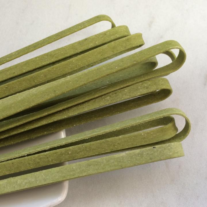 "Spinach    Fettuccine    17"" - 5mm wide -1.2mm thick / 10 lb. Bulk Case"