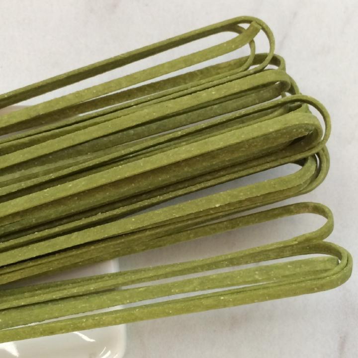 "Spinach Linguine   17"" - 3mm wide - 1.2mm thick / 10 lb. Bulk Case"