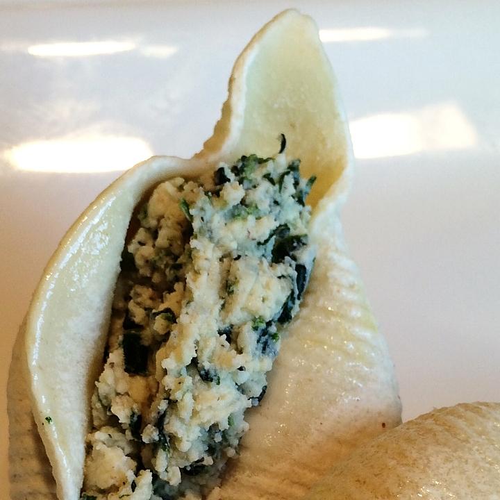 Florentine - Spinach & Cheese   58 Pcs @ 2.75 Oz = 10 lb.  Classic Florentine! Jumbo Sea Shell Shaped Pasta Stuffed with Ricotta, Romano, Mozzarella, Parmesan and Spinach.
