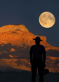 Dark-Ranger-Kevin-Poe-with-moon-rise-over-Powell-Point-5-megs-_002.jpg