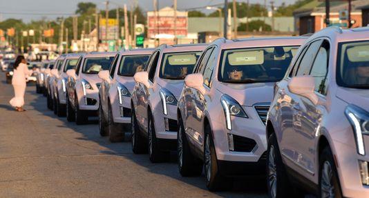 100 Pink Cadillacs at Franklin's funeral