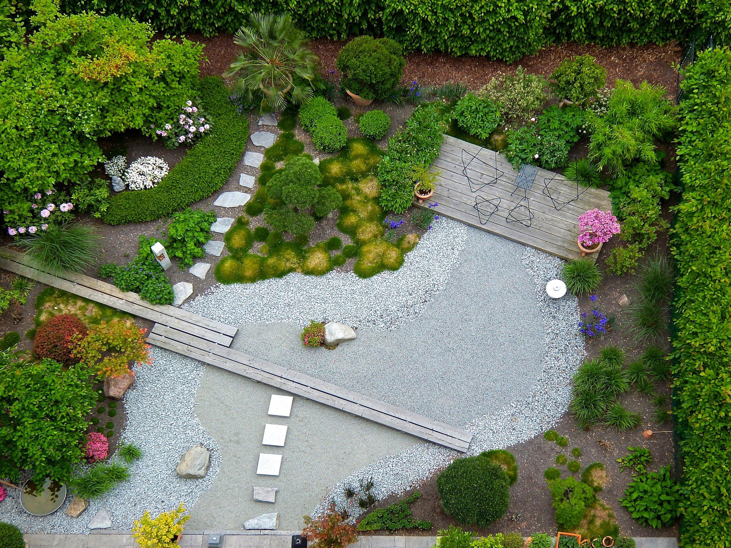garden-landscaping-1684852.jpg