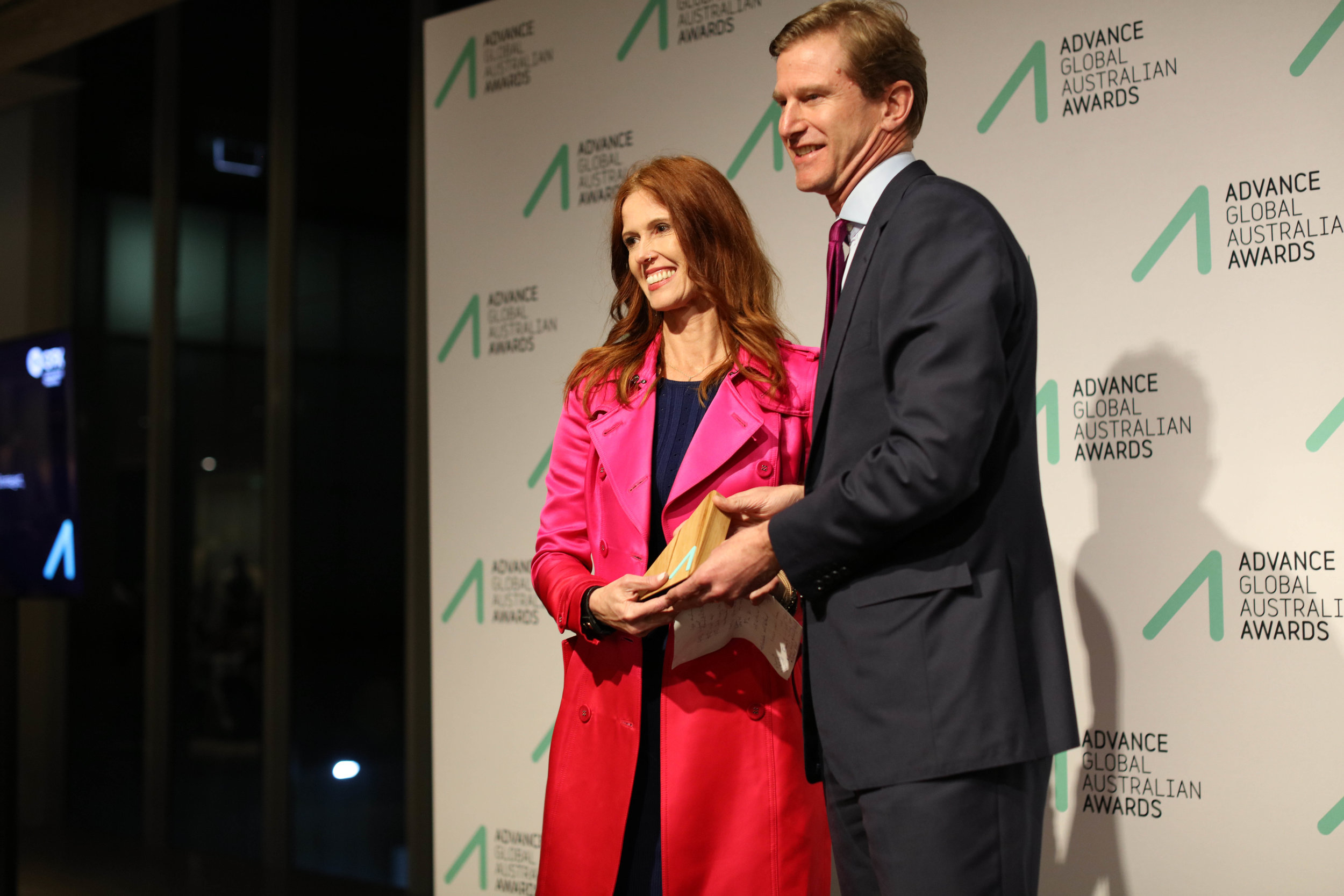 Dr Catriona Wallace receiving the Technology Innovation Award from Skander Malcolm,CEO, OFX
