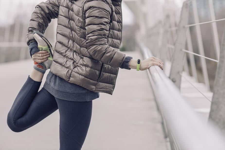 woman-runner-stretching_925x.jpg