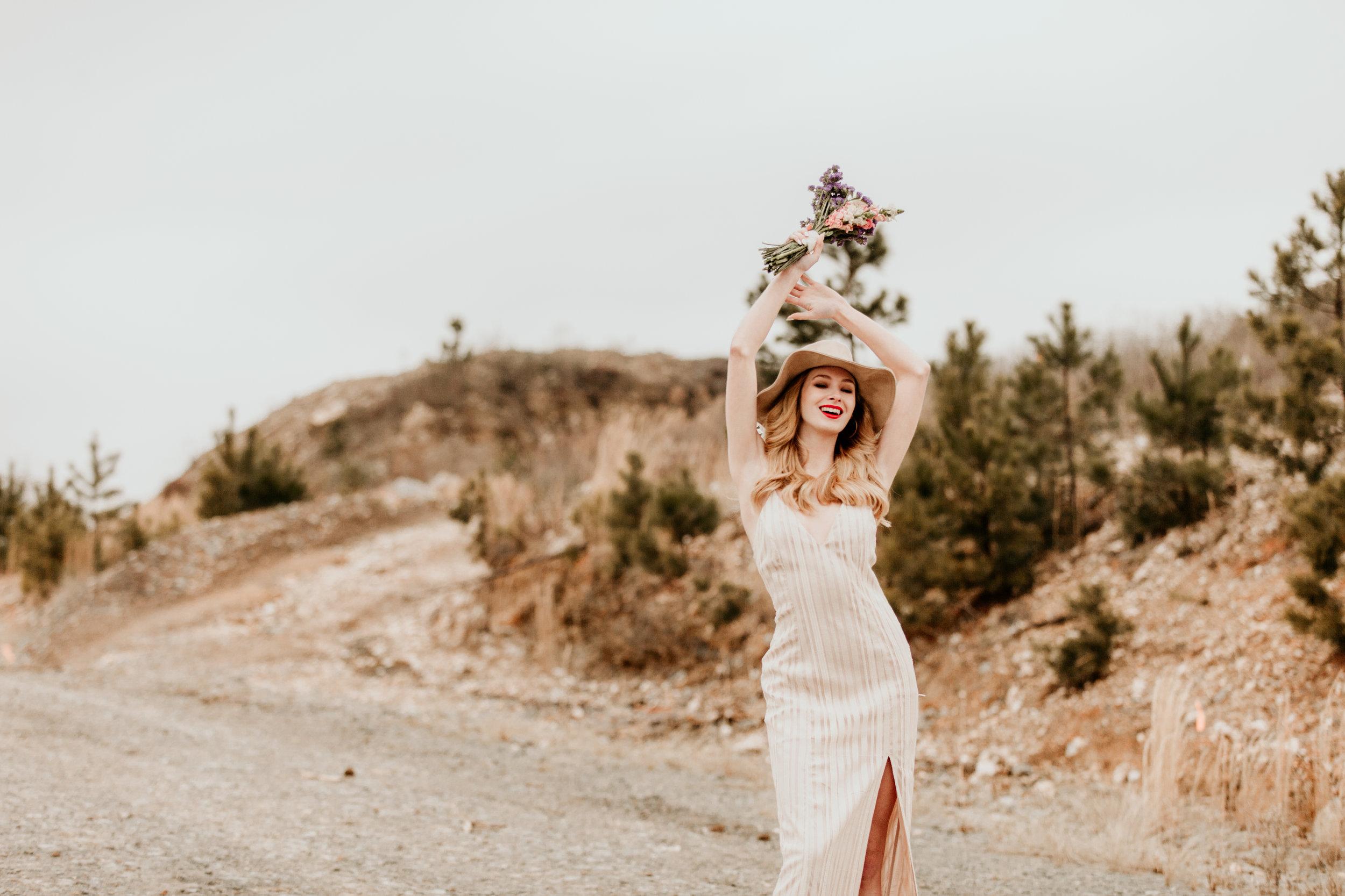 dessert-conway-central-arkansas-bridal-photographer-little-rock-photography-outdoor-wedding-boho-fashion-engagement-elopement-bouquet-bride