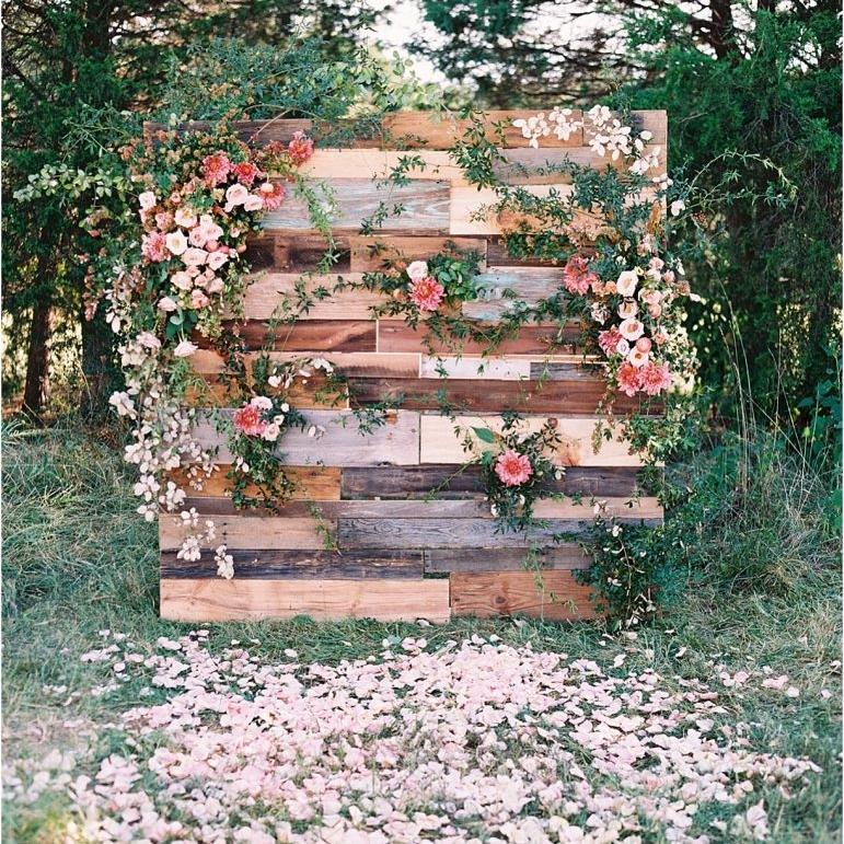 rustic-wedding-decorations-pallet.jpg