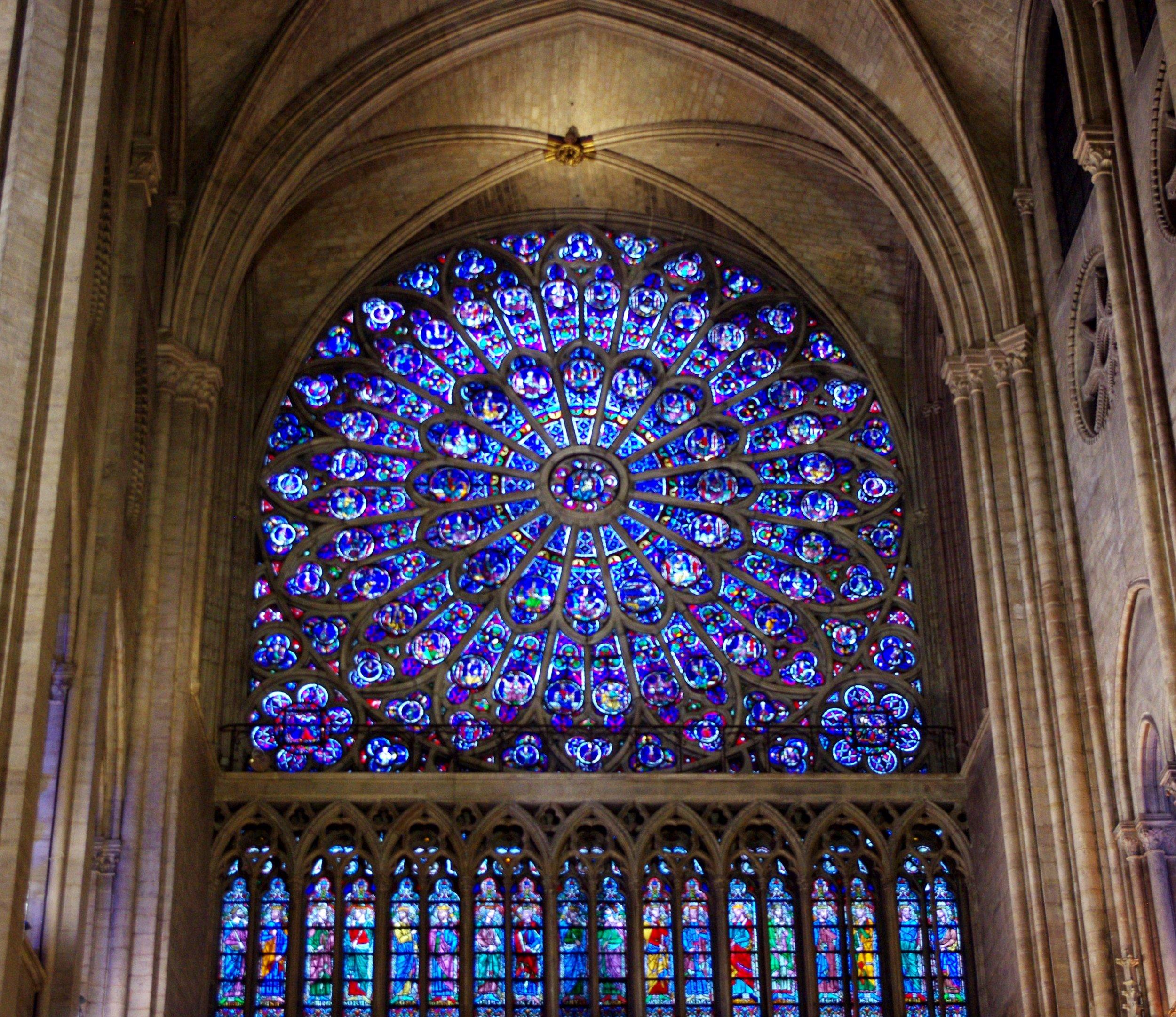 North_Rose_Window_in_Notre_Dame,_2013.jpg
