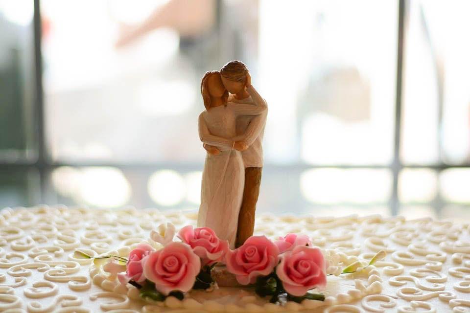 Rob-Becky-Wedding-Cake.JPG