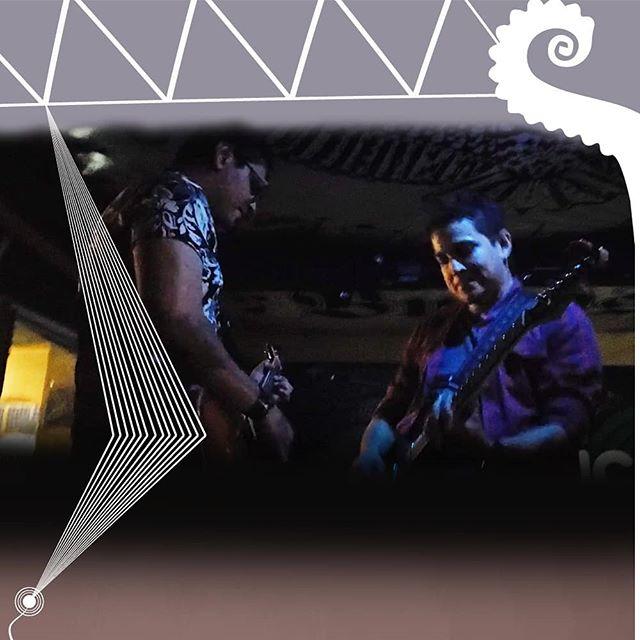"""El sábado 10 de noviembre añadiendo un poco de la voz de las guitarras de @erick7romero y @carloseltoro acompañando en el escenario junto a @proyectopulpo.sv en @buhospizza para su tour """"Nada Suena"""". 😎"""