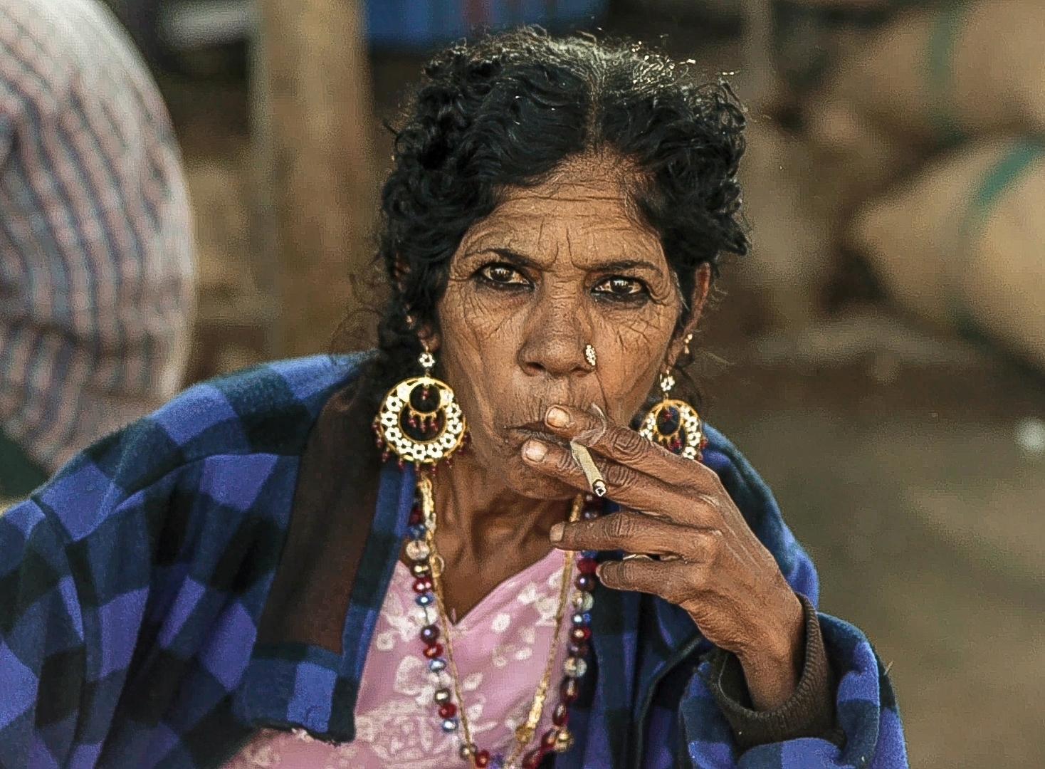 Smoking Lady!.jpg